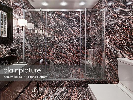Bathroom - p390m1011416 by Frank Herfort