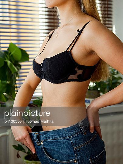 Young woman mesures - p4130358 by Tuomas Marttila