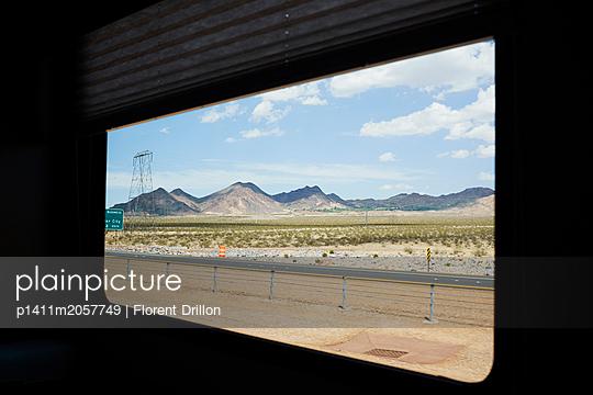 Mountain range - p1411m2057749 by Florent Drillon