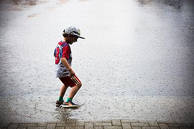 Im Regen - p1398m1476271 von Tabitha Genoveva Harter