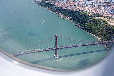 Portugal, Lisbon, Ponte 25 de Abril - p335m2177688 by Andreas Körner