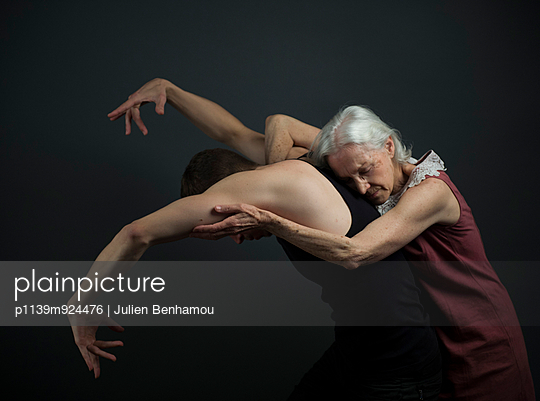 Dancers - p1139m924476 by Julien Benhamou