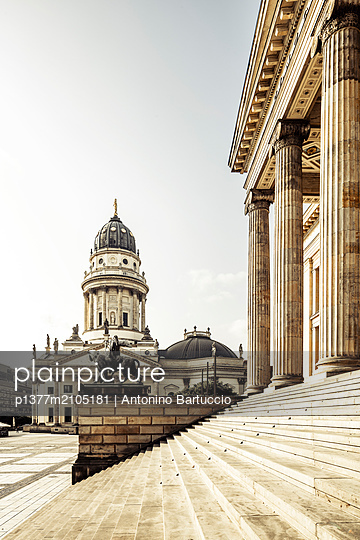 Germany, Berlin, Berlin Mitte, Gendarmenmarkt, Deutscher Dom, Concert Hall (Konzerthaus) and German Cathedral - p1377m2105181 by Antonino Bartuccio