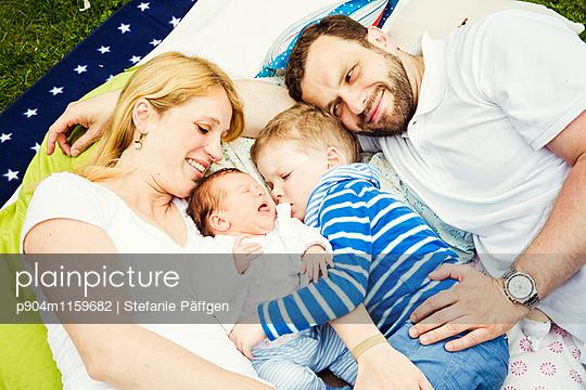 Familienportrait - p904m1159682 von Stefanie Neumann