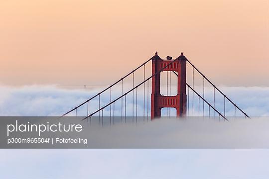 USA, California, San Francisco, Golden Gate Bridge in fog seen from Hawk Hill - p300m965504f by Fotofeeling