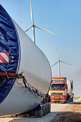 Aufbau eines Windrades - p1099m1526258 von Sabine Vielmo