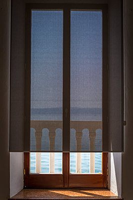 Balcony behind a window blind - p1170m1464860 by Bjanka Kadic