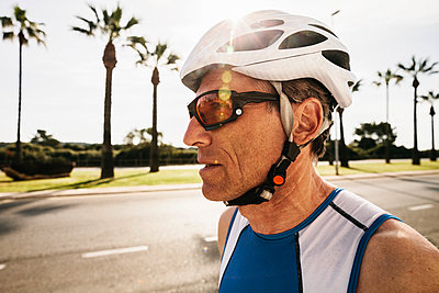 Spain, Mallorca, Sa Coma, portrait of triathlet with cycling helmet - p300m1028801f by Mareen Fischinger