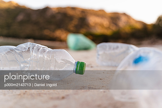 Empty plastic bottles on the beach - p300m2143713 by Daniel Ingold