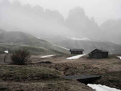 Holzhütten im Gebirge - p1383m1589130 von Wolfgang Steiner