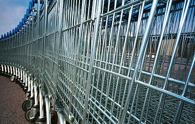 Row of shopping carts at mall - p1418m1571430 by Jan Håkan Dahlström