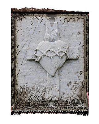 Friedhof, Grabstein, Kreuz und Herz - p9790390 von Weber-Decker