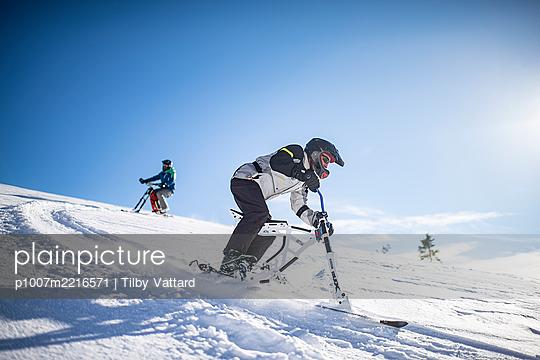 France, Men riding skibike - p1007m2216571 by Tilby Vattard