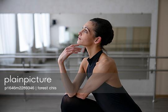 Dancer - p1646m2289346 by Slava Chistyakov