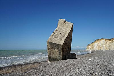 Deutscher Bunker in der Normandie - p1610m2196445 von myriam tirler