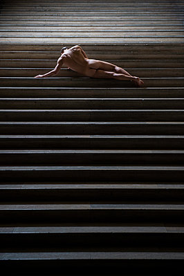 Naked man lying on stairs - p1139m1503040 by Julien Benhamou