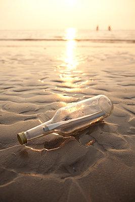 Beach message - p454m1065142 by Lubitz + Dorner