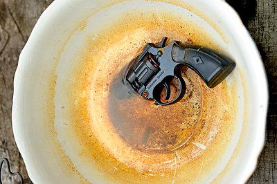 Revolver - p567m1469229 von Ernesto Timor