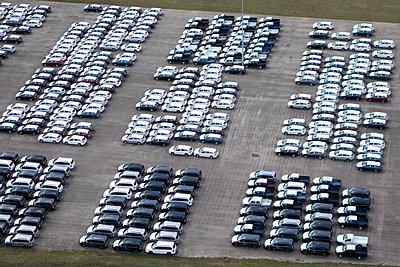 Autos nach der Produktion - p1079m1182131 von Ulrich Mertens