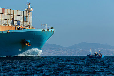 Spain, Andalusia, Tarifa, Container ship and fishing boat - p300m949869f by Sebastian Kanzler