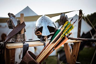 Germany, Baden-Wuerttemberg, Moensheim, weapons and helmet on a medieval fair - p300m978080f by Susan Brooks-Dammann