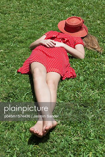 Gelassenheit im Sommer - p045m1574436 von Jasmin Sander