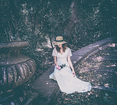 Young woman in white dress in the garden - p1445m2184797 by Eugenia Kyriakopoulou