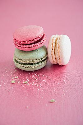 Macarons  - p954m1065876 von Heidi Mayer