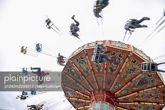 Swing carousel - p1242m2205017 by teijo kurkinen