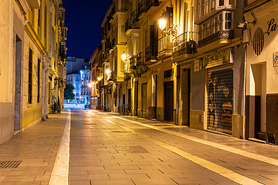 Spain, View of a historic street in the old town of Malaga at night - p1332m2204576 by Tamboly