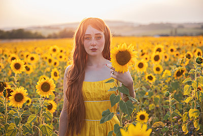 Young woman in a field of flowers - p1688m2285075 by Eva-Maria Gebhardt