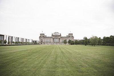 Germany, Berlin, Berlin-Tiergarten, view to Reichstag - p300m1487404 by Christophe Papke