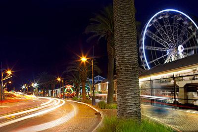 Traffic on street through city at night, long exposure - p429m824425 by Zero Creatives
