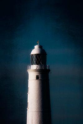 Leuchtturm - p597m901729 von Tim Robinson
