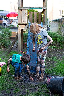 Muddy kids - p901m2222078 by St. Fengler
