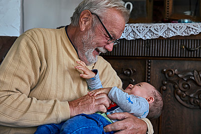 Grandfather with grandson - p1146m2187822 by Stephanie Uhlenbrock