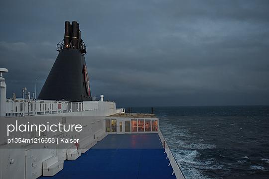 Blick über das Oberdeck eines Fährschiffes - p1354m1216658 von Kaiser