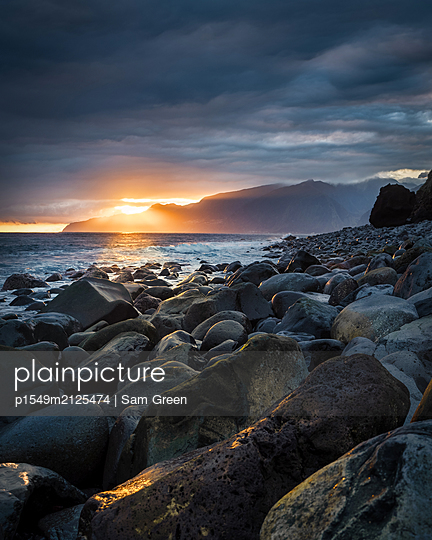 Madeira rocks - p1549m2125474 by Sam Green