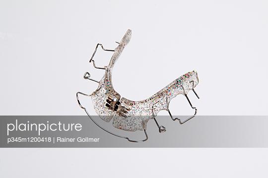Zahnspange Glitzer - p345m1200418 von Rainer Gollmer