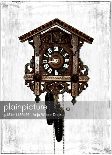Alte Kuckucksuhr - p451m1159499 von Anja Weber-Decker