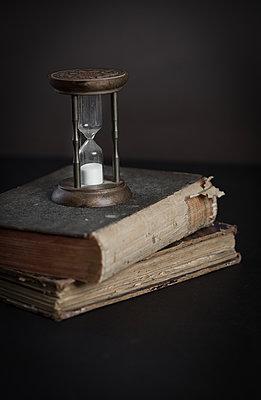 Hourglass and books - p1623m2283724 by Donatella Loi