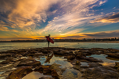 Beautiful evening for surfing at Bondi Beach, Sydney, New South Wales, Australia, Pacific - p871m1107248 by Noelia Ramon