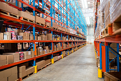 Warehouse aisle without people - p1315m1147785 by Wavebreak