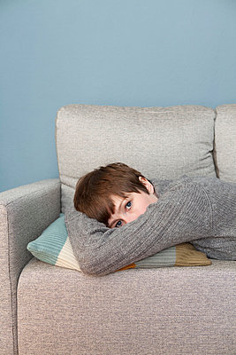 Woman taking a nap - p4540847 by Lubitz + Dorner