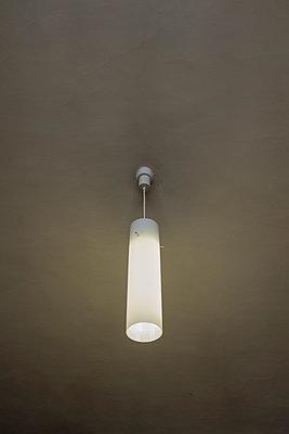 Dim ceiling lamp - p1228m1466071 by Benjamin Harte