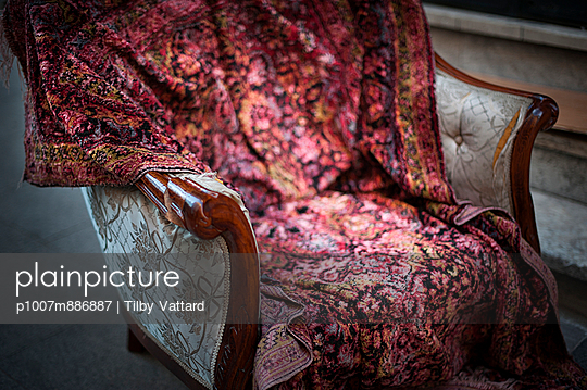Old armchair - p1007m886887 by Tilby Vattard