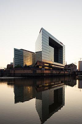 Spiegel-Gebäude - p1222m1169418 von Jérome Gerull