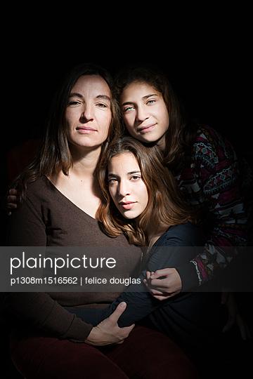 Mutter mit ihren Töchtern - p1308m1516562 von felice douglas