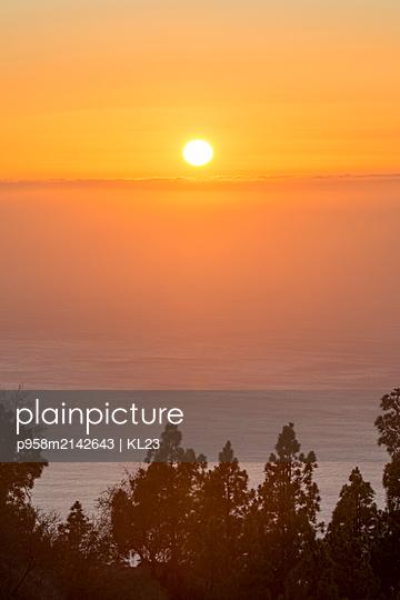 Sonnenuntergang an der Küste - p958m2142643 von KL23