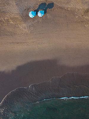 Indonesia, Bali, Aerial view of Batu Bolong beach - p300m2083582 by Konstantin Trubavin